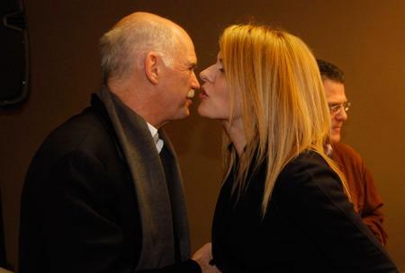 Θεοδώρα Τζάκρη: επεισοδιακή μνημονιακή Υπουργός.Απ'το χαρέμι του Γιωργάκη στο χαρέμι του Αλέξη-αντιμνημονιακή τώρα.