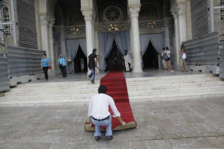 Ο Alexis την ώρα που στρώνει το χαλί του Γλύξμπουργκ  φωτό@Χρήστος Μπόνης